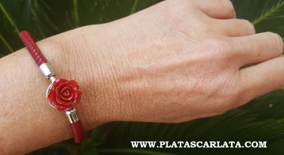 Pulsera de plata con rosa roja para el día de Sant Jordi